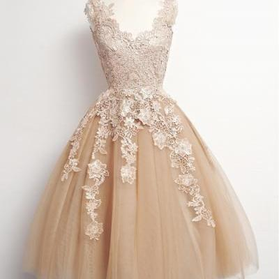 Lovely Short Champagne Tulle Homecoming Dresses with Lace Appliques