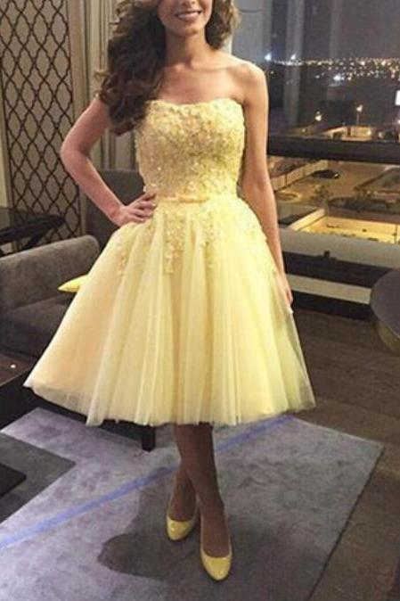 Srapless A-line Yellow Tulle Homecoming Dress Lace Appliques Women party Dress 2019