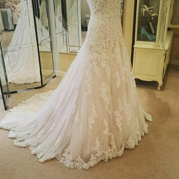 Scoop Neck Long lace WeddingDress Sleeveless tulle Women Bridal Gowns